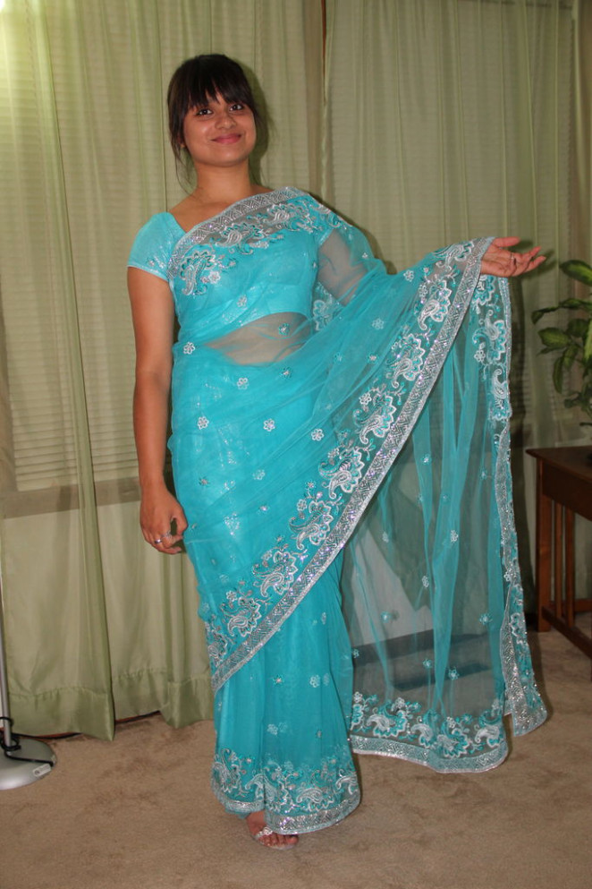 The Art of Wearing a Saree: 8 Steps