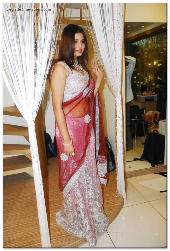 The BEST Saree Navel Collection of Indian Women: See