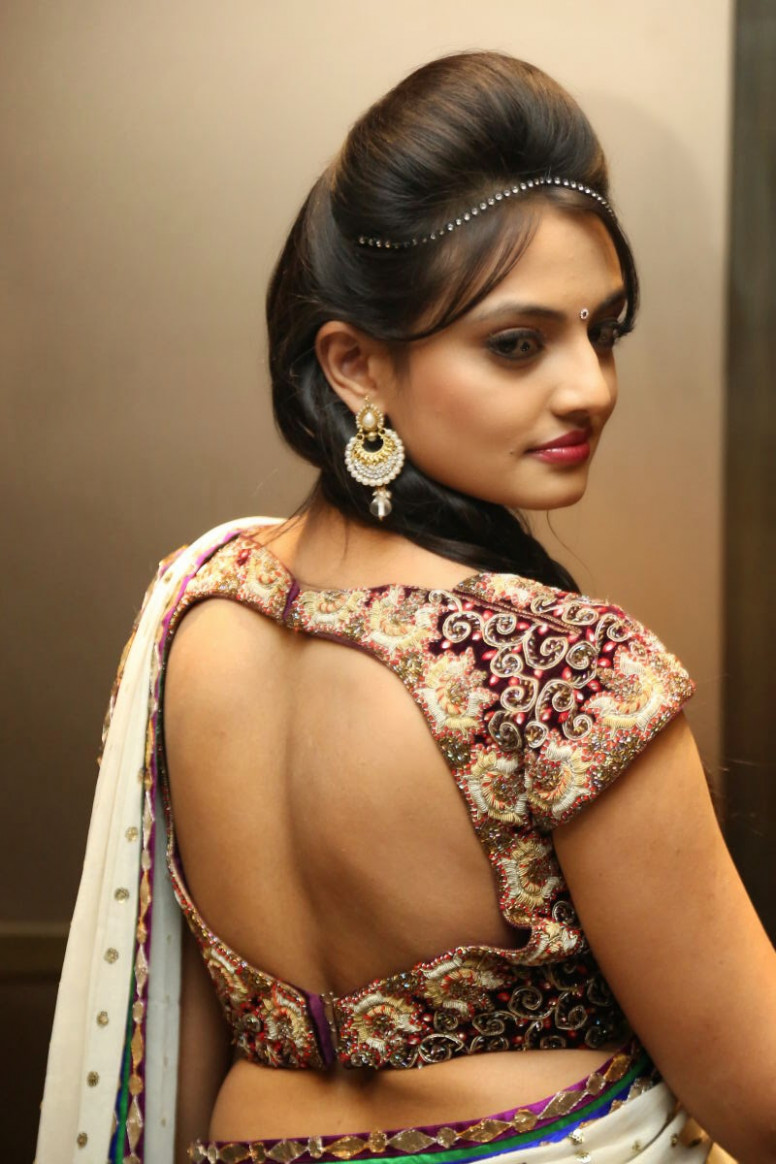 The Ultimate Show Woman: Hot Saree Blouse Back Neck