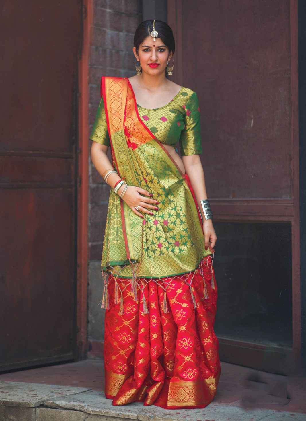 Top 20 Traditional Ways of Saree Draping Style - You