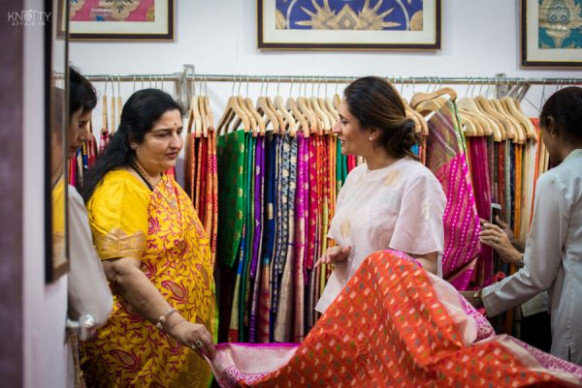 Top 8 Saree Stores In Mumbai - Buy Silk, Chiffon, Crepe