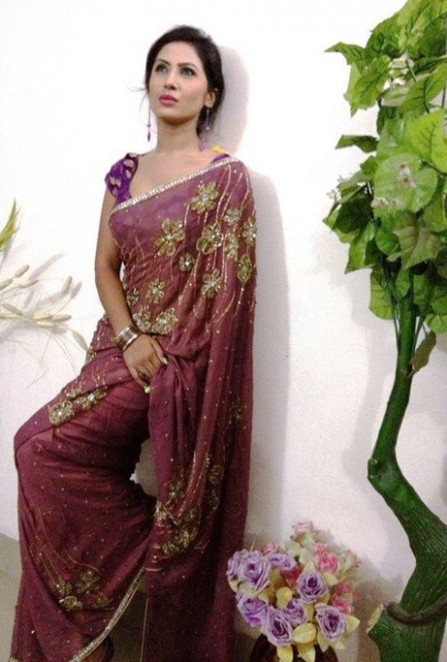 Wallpapers: Desi Aunty In Saree