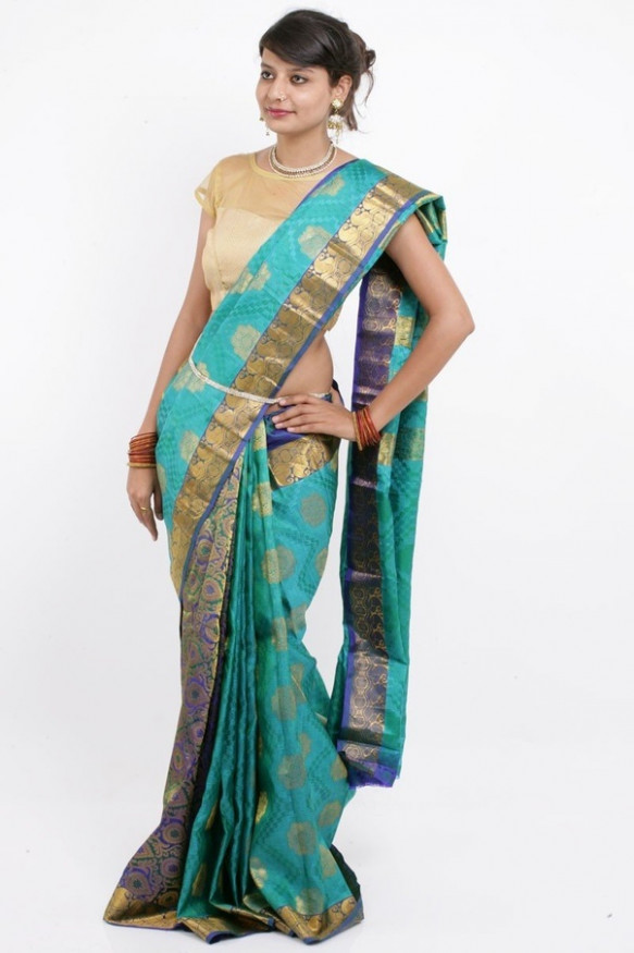 What are the latest South Indian saree trends and styles