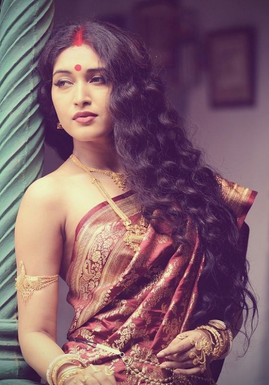 What are the possibilities for women to wear a saree