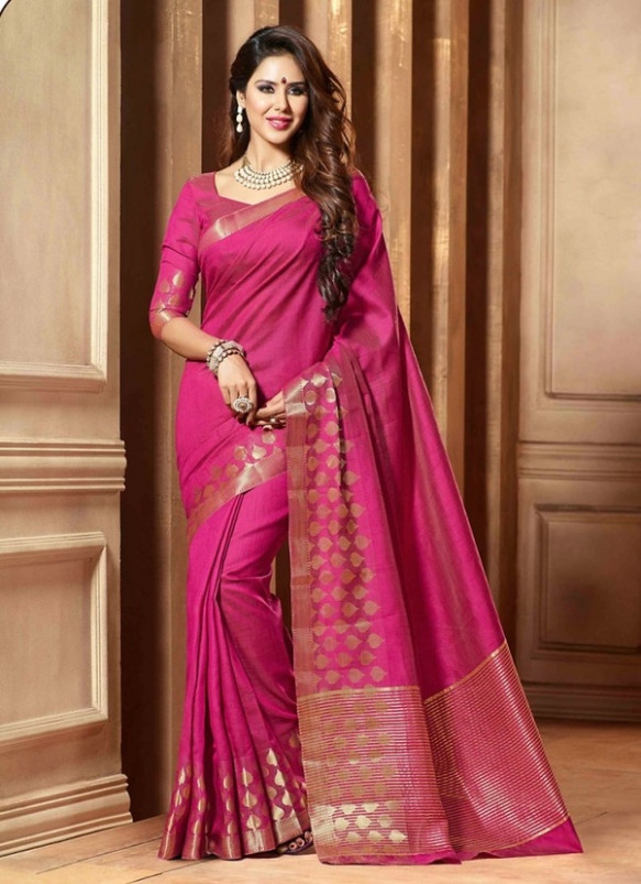 What type of blouse suits a pink saree with thin borders