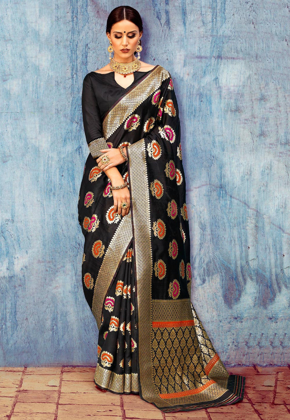 Woven Art Silk Saree in Black : SNBA1149