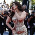 Beautiful Aishwarya Rai flying kiss Cannes hd wallpapers ..