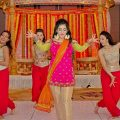 BOLLYWOOD WEDDING DANCE | BRIDES SURPRISE (MEHNDI) DANCE ..