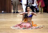 Bride's sangeet dance on Bollywood songs from Mahi Ve to ..