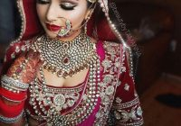 Kundan jewellery on an Indian bride #indian #weddings ..