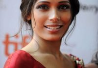 Les plus belles coiffures de Freida Pinto | Brun – bollywood party makeup